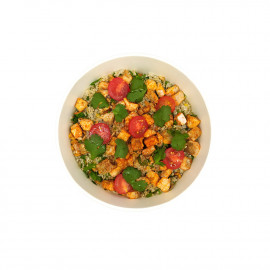 Quinoa and chicken salad with tandoori spices by Le Drugstore